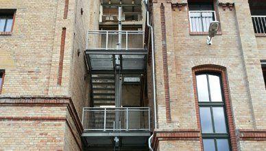 Edelstahl Treppe im Bau