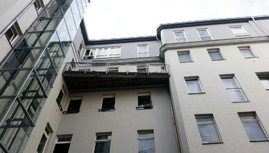 Ein Balkon aus Metall